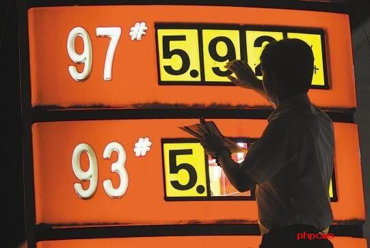 """国内油价节前或无缘""""五连涨""""  机构预测下调概率极大"""