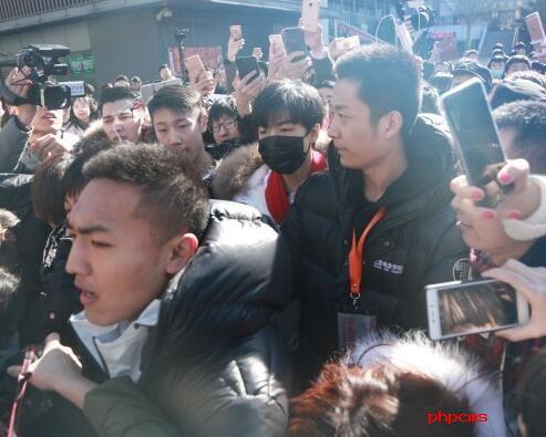 北电老师斥艺考混乱 批跪舔王俊凯是对百年名校的亵渎
