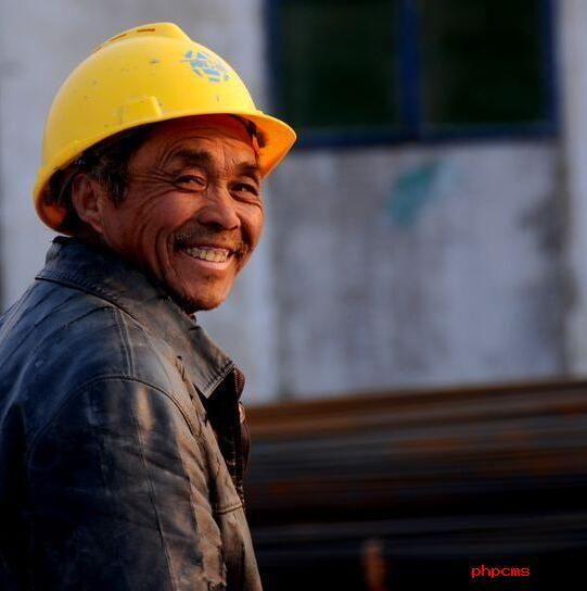 北漂农民工:月薪5000元老家地已荒 父母年迈归家心切